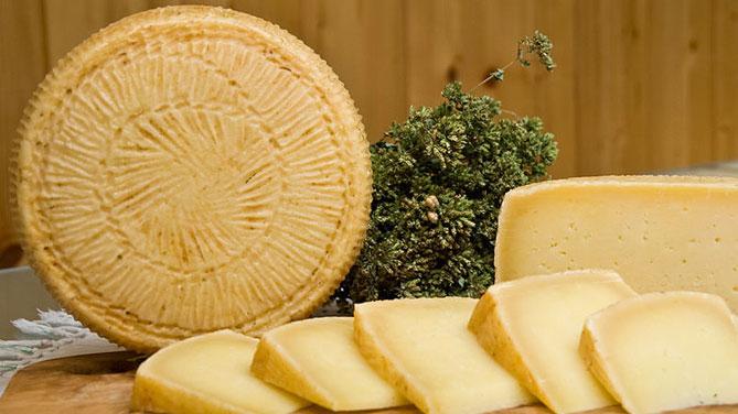 Sardegna: Pecorino Romano, la regione scende in campo in difesa del formaggio