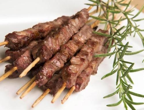Con gli arrosticini marchigiani Bovinmarche omaggia il piatto simbolo dell'Abruzzo